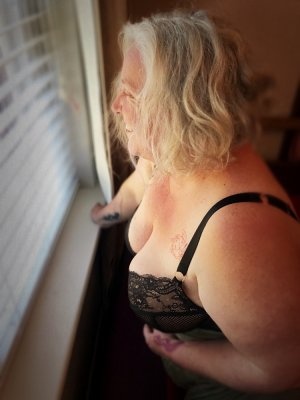 Manthita outcall escort in Moss Point Mississippi
